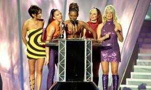 Από σήμερα διαθέσιμο στο Airbnb για ενοικίαση το iconic tour bus των Spice Girls