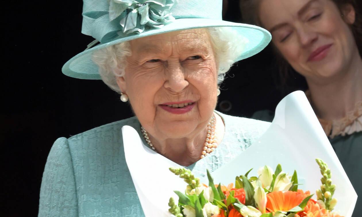 Θες να δουλέψεις με τη βασίλισσα Ελισάβετ; Τότε πρέπει να συμπληρώσεις την αίτηση