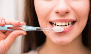 Περιοδοντίτιδα: Ο Νο1 τρόπος για να προστατέψετε τα δόντια σας