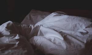 Έπιασε το σύζυγό της στο κρεβάτι με τη θεία του – Δεν φαντάζεστε τη συνέχεια!