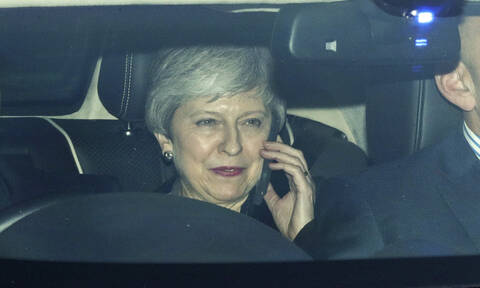 Brexit: Με το ένα πόδι στην έξοδο η Τερέζα Μέι - Παραιτείται αύριο σύμφωνα με τους Times (vid)