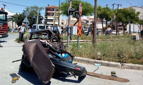 Λάρισα: Σύγκρουση τρένου με Ι.Χ. αυτοκίνητο - Ένας τραυματίας - Δείτε τις φωτογραφίες