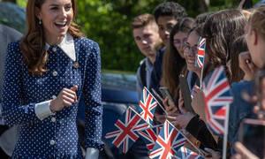 Το μυστήριο με τα τσιρότα στα δάχτυλα της Kate Middleton συνεχίζεται: Τι συμβαίνει τελοσπάντων;