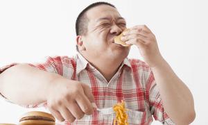 Έκανε τον ελεγκτή τροφίμων και έτρωγε για ένα χρόνο ΤΖΑΜΠΑ!