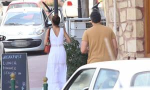 Φωτογραφικά στιγμιότυπα από τις μίνι ερωτικές διακοπές πασίγνωστης παρουσιάστριας με τον σύντροφό της στην Κρήτη (photos)