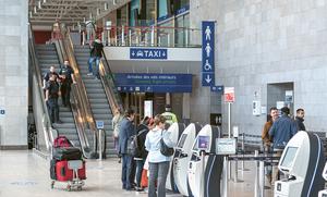 Δεν θα πιστεύετε ποιο σημείο είναι το πιο βρώμικο σ' ένα αεροδρόμιο - Δεν είναι οι τουαλέτες (vid)