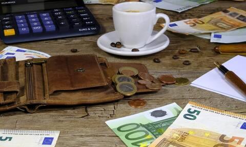 «Βρέχει» λεφτά την Παρασκευή: Ποιοι και πόσα χρήματα θα δουν στους λογαριασμούς τους