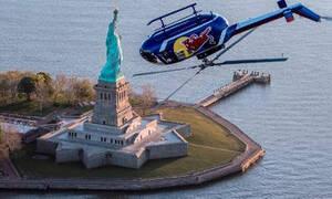 «Πιρουέτες» στον αέρα! Πιλότος πέταξε... ανάποδα με ελικόπτερο στο Μανχάταν