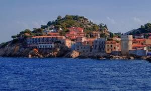 Αυτό είναι το νησί όπου αν βρέξει το ξενοδοχείο σου επιστρέφει τα λεφτά!