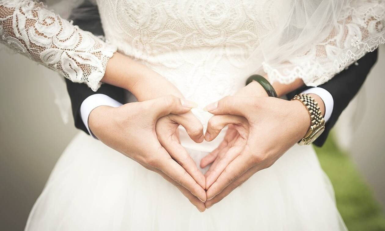 Ερωτεύτηκε παράφορα και αποφάσισε να παντρευτεί: Άφωνος ο δήμαρχος όταν είδε τον «γαμπρό» (pics)