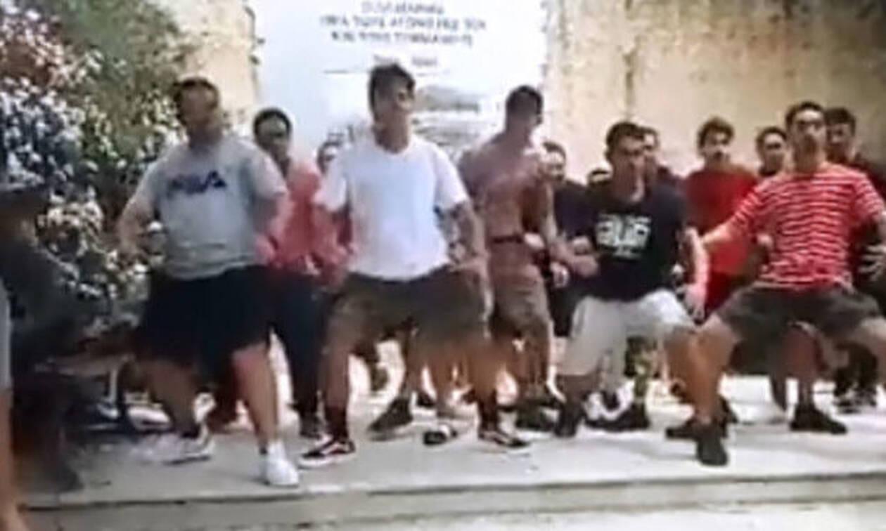 Συγκίνηση στην Κρήτη: Νεοζηλανδοί χορεύουν Χάκα για να τιμήσουν τους πεσόντες προγόνους τους (vid)