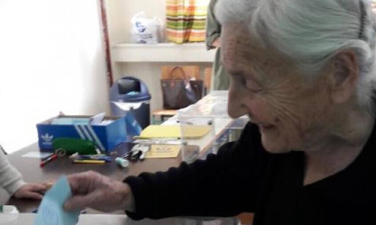 Τρελό γέλιο: Δες τι ξέχασε ηλικιωμένη μέσα σε παραβάν! (pics)