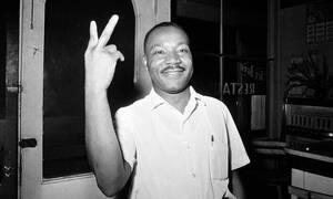 Σάλος με αποκαλύψεις για τον Μάρτιν Λούθερ Κινγκ: Γελάει ενώ βιάζουν μπροστά του μια γυναίκα (pics)