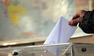 ND leads electoral race with 33.25 pct; SYRIZA follows with 23.78 pct