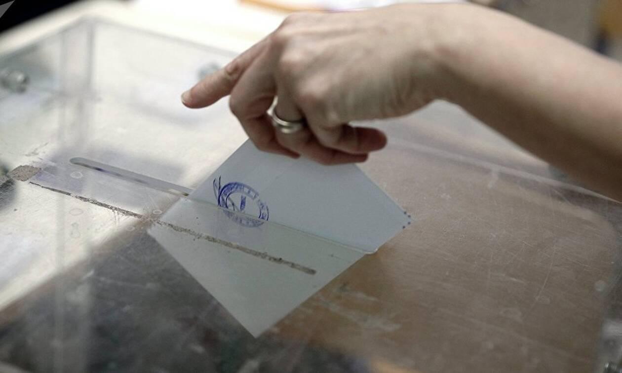 Εκλογές 2019: Ζευγάρι… άφησε τον γάμο και πήγε να ψηφίσει (pic)