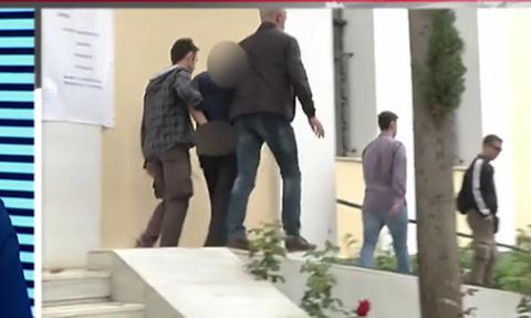 В Греции продолжается расследование дела о самоубийстве 14-летней школьницы