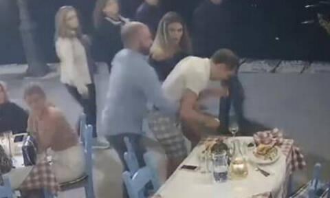 Βίντεο – ντοκουμέντο: Του στάθηκε η μπουκιά στο λαιμό – Δείτε πώς τον έσωσαν