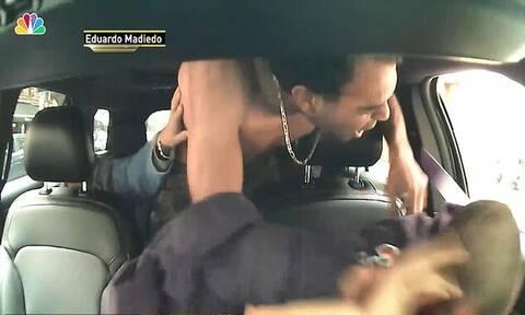 Τρομερό! Επιβάτης πλάκωσε στο ξύλο οδηγό ταξί γιατί δεν έτρεχε (pics+vid)