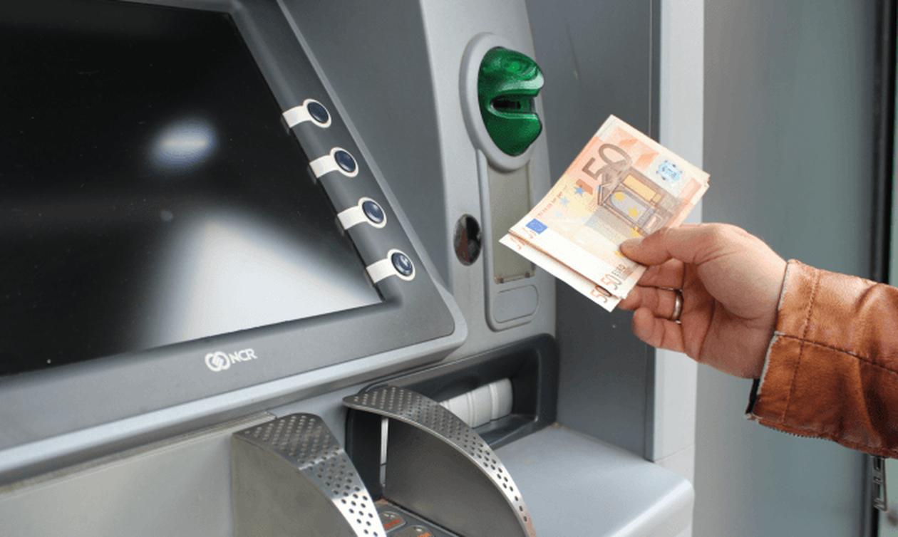 Προμήθεια - φωτιά για αναλήψεις μετρητών από τα ATM