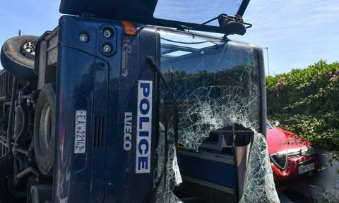 Τροχαίο στην Κόρινθο: Ανατροπή κλούβας του Μεταγωγών στην Εθνική Οδό - Επτά τραυματίες (pics)