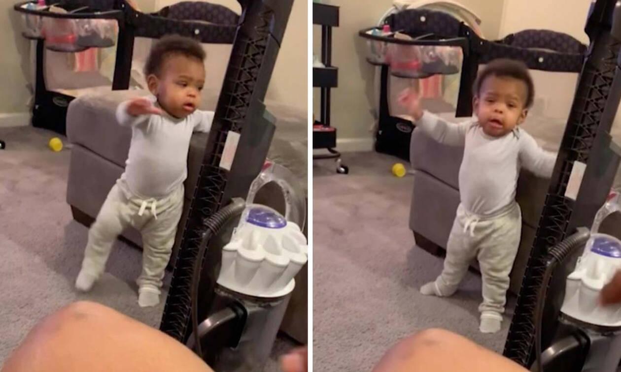 59d26a4c59f Δείτε τι σκέφτηκε αυτός ο μπαμπάς για να ενθαρρύνει την 11 μηνών κόρη του  να περπατήσει