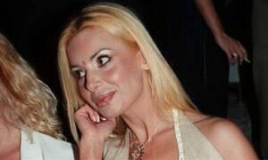 Τζούλια Μπάρκα: Ράγισαν καρδιές στην κηδεία της - «Κατέρρευσε» η μάνα της (vid)