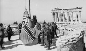 Σαν σήμερα το 1941 Γλέζος και Σάντας κατεβάζουν την γερμανική σημαία από την Ακρόπολη