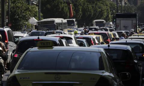 «Εφιάλτης» στους δρόμους της Αθήνας: Ουρές χιλιομέτρων στον Κηφισό