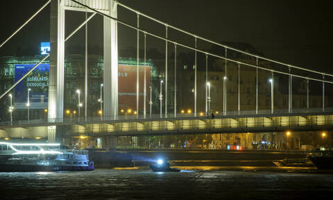 Θρίλερ στα νερά του Δούναβη: 7 νεκροί από ανατροπή τουριστικού πλοίου – Αγνοούνται 19 άτομα