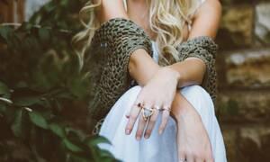Χιλιάδες γυναίκες αναρτούν φωτογραφίες των... χεριών τους στα social media - Δείτε γιατί (pics)