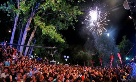 Καλοκαίρι στην Εύβοια: Στην Αγία Άννα το μεγαλύτερο μουσικό και κατασκηνωτικό φεστιβάλ (vid)