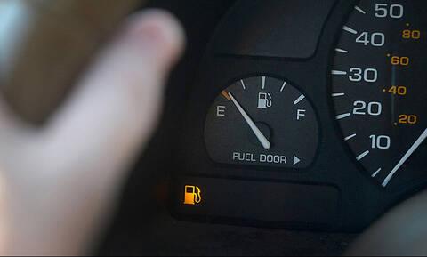 Πόσα χιλιόμετρα μπορείς να οδηγήσεις αν σου ανάψει λαμπάκι; (pics)