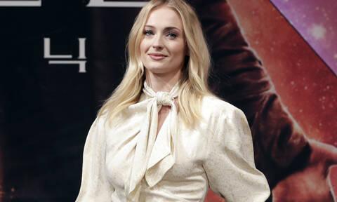 Η Sophie Turner απαντά στο αν θα ξαναέκανε τη Sansa Stark στο «Game of Thrones»