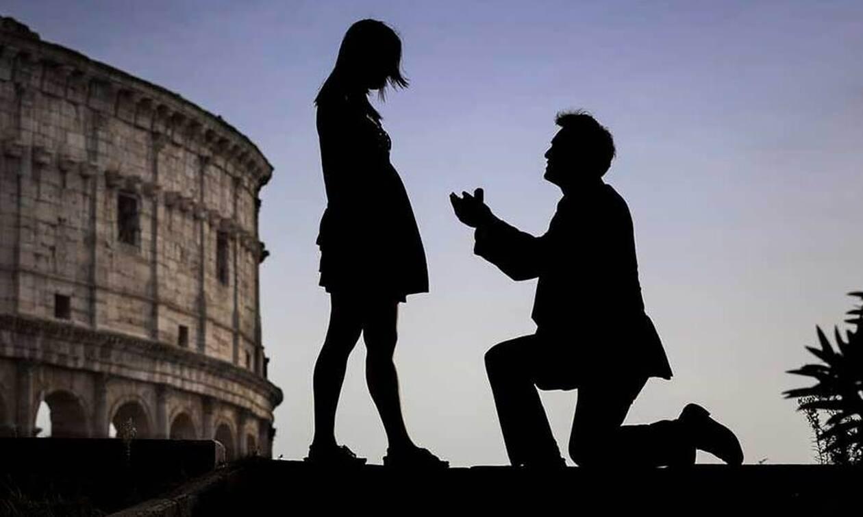 Αυτή είναι η πιο παράξενη πρόταση γάμου! Δεν φαντάζεστε πότε την έκανε στην καλή του (video)