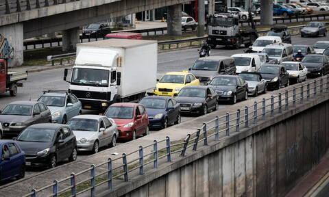 Κυκλοφοριακό χάος στην Παραλιακή - Ουρές χιλιομέτρων και ταλαιπωρία