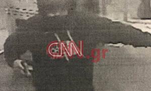Αποκλειστικό CNN Greece: Φωτογραφίες - ντοκουμέντο από τη δράση 27χρονου που «ξάφριζε» καταστήματα