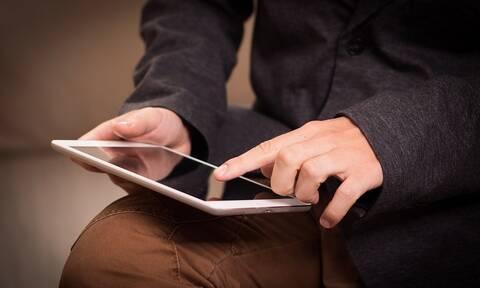 Δεν θα πιστέψετε τι κρυβόταν σε θήκη του iPad – Τον δάγκωσε και έπαθε λύσσα (pics)