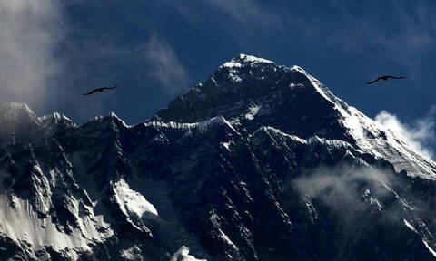 Το Έβερεστ και η «ζώνη του θανάτου»: Αυτή είναι η εξήγηση για τη φωτογραφία που σόκαρε τον πλανήτη