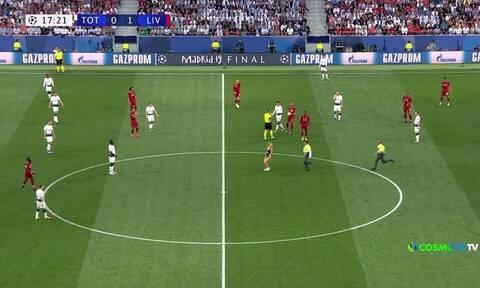 «Μπούκαρε» σχεδόν γυμνή στον τελικό του Champions League! (video+photo)