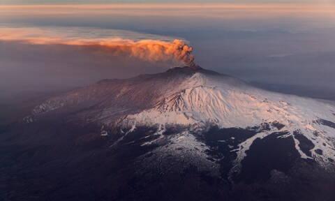 Ιταλία: «Ξύπνησε» το ηφαίστειο της Αίτνας στη Σικελία (vids+pics)