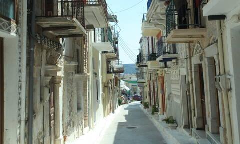 Χίος: Ιερέας πέταξε σε βουλευτή του ΣΥΡΙΖΑ κέρματα