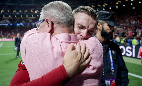 Champions League: Η αγκαλιά που «ένωσε» έναν ολόκληρο πλανήτη! (pics+vids)