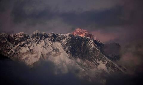 Ιμαλάια: Αγωνία για τους αγνοούμενους ορειβάτες  - Ελικόπτερο εντόπισε πτώματα (vid)