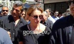 Κηδεία Ευριπιώτη: Βυθισμένη στη θλίψη η σύντροφός του, Λίλιαν Μπότση στο τελευταίο «αντίο» (video)