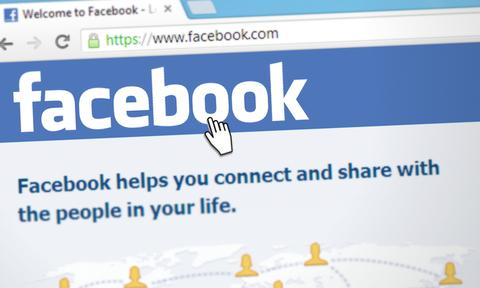 Νέα Υόρκη: Γυμνοί διαμαρτυρήθηκαν έξω από τα γραφεία του Facebook – Δείτε τον λόγο