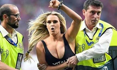 Η «καυτή» εισβολέας του τελικού του Champions League ξαναχτυπά!