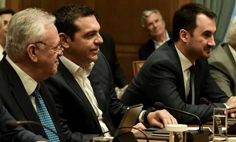ΣΥΡΙΖΑ: Μέτρα για τη μεσαία τάξη και την ανάπτυξη στο πρόγραμμα του κόμματος