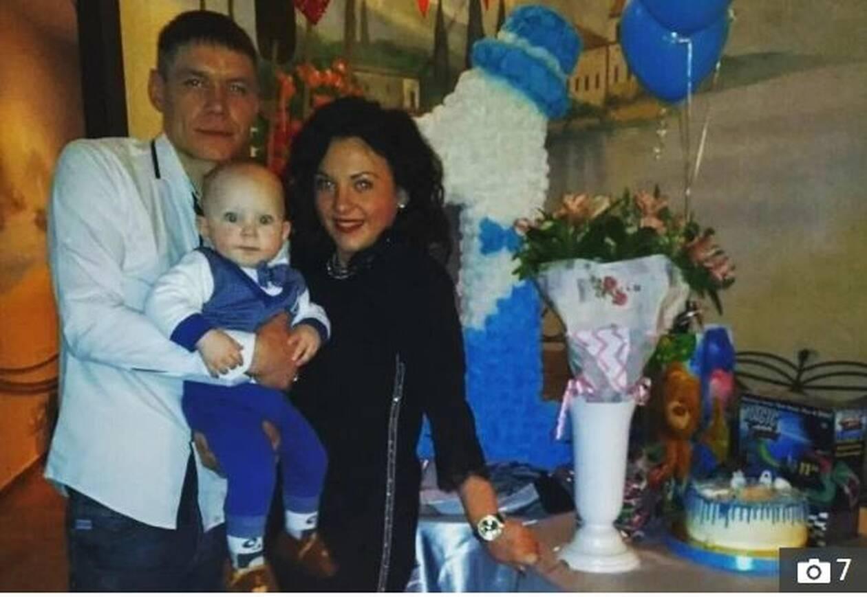 Φρίκη: Σκότωσε τη γυναίκα του με τσεκούρι και κρεμάστηκε δίπλα στο 2χρονο παιδί τους - ΕΙΚΟΝΕΣ 2