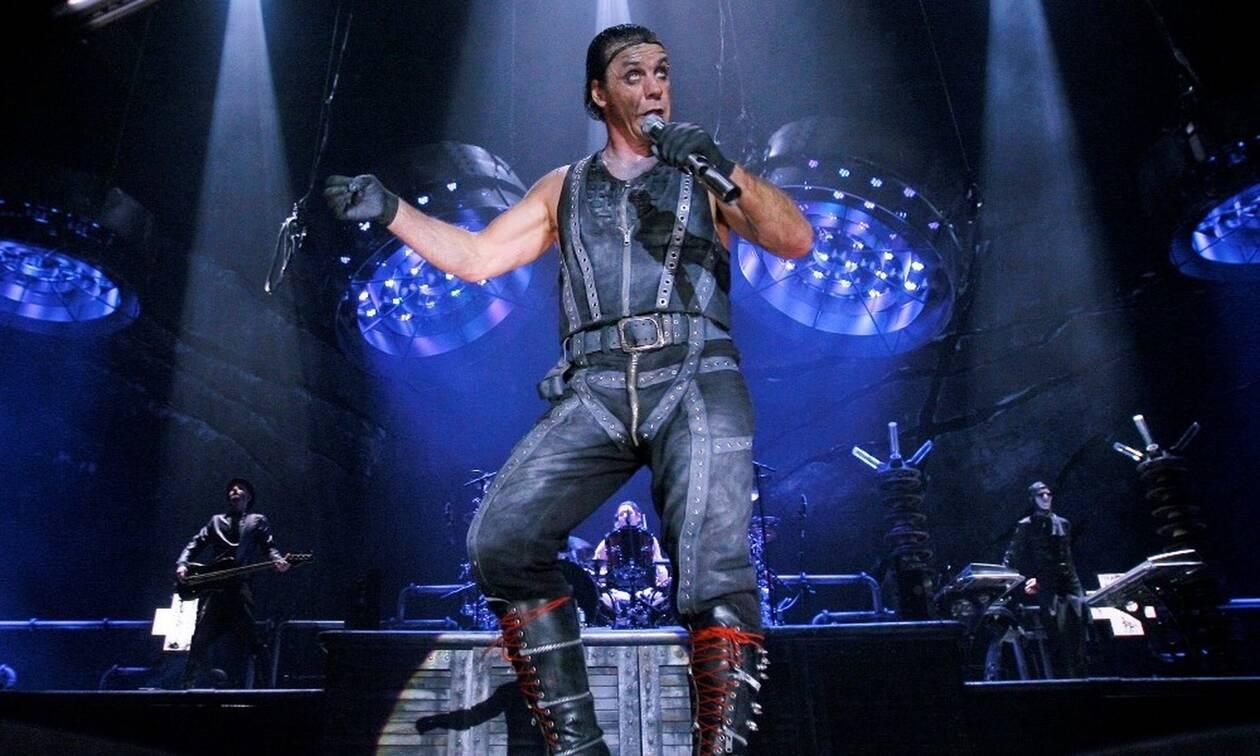 Δείτε τι έκανε τραγουδιστής σε συναυλία - Άφωνοι όσοι το αντιλήφθηκαν (pics)