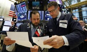 «Άλμα» στους δεικτες στη Wall Street - Επιστροφή στα κέρδη για το πετρέλαιο